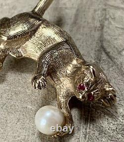 9ct Gold Cat Brooch, Ruby Eyes & Cultured pearl 5.5 grams Antique Art Deco Pin