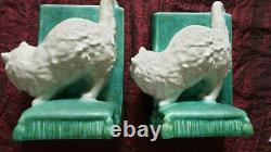 Vintage cute white cat Bretby Pottery Art Deco bookends. Design 2957. VGC