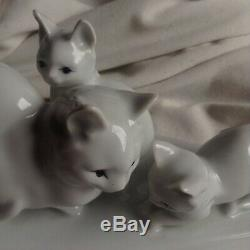 1930 Signée Art Déco Blanc Porcelaine Zsolnay Chat Chaton Famille Cub Pet Vieux