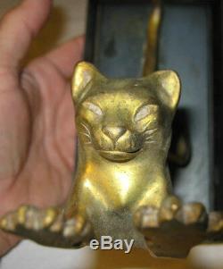 Antiquité C. 1932 Art Déco Bureau En Métal Doré Chat Art Statue Sculpture Livre Serre Livre