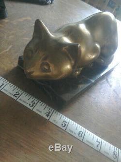 Art Déco En Laiton Massif Cat Sur Socle En Marbre Accroupi Lourd 2,5 KG Environ