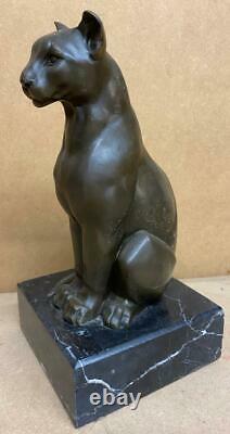 Art Déco Sculpture En Bronze Stylisé D'une Séance De Chat Sauvage Signé Après Cesaro