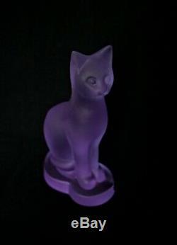 Art Deco Verre Cat Statue Tchèque Givré En Cristal De Bohème Hand Cut Violet