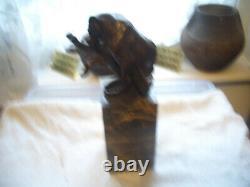 Bronze De Cru D'un Grand Chat Mordant À Une Épine Dans La Jambe Signée Sur La Base De Marbre