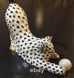Hungary Porcelaine Chat Kitten Ball Tail Up Gold Black Fishnet Figurine M