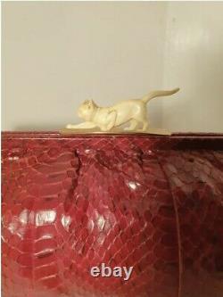 Rare Art Déco Sac D'embrayage En Peau De Serpent Rouge Des Années 1930 Avec Fermoir Pour Chat Celluloïde